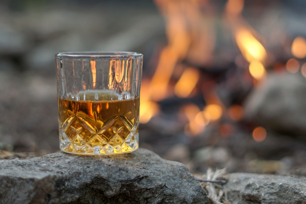 Smoky whisky by an open fire